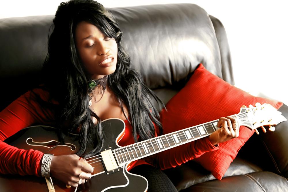 Queen_Sabine_Guitar